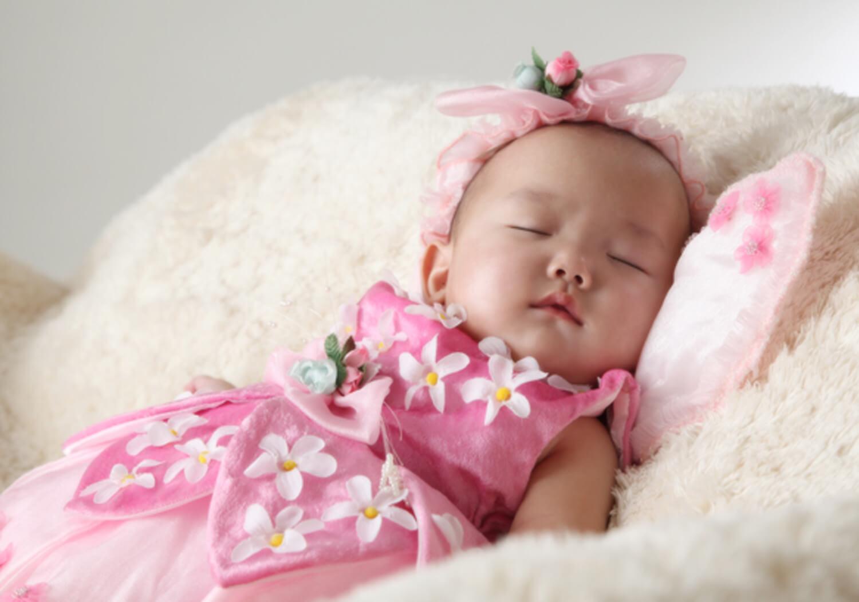 赤ちゃんの寝顔写真